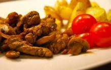 Biefstukreepjes met ui en champignons