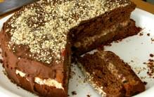 Chocolade taart met romige notenvulling
