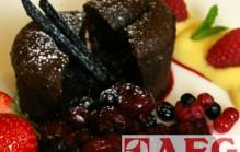 Gestoomde chocoladecake met rood fruit