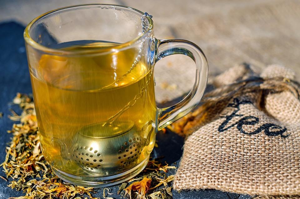 Thee met wat lekkers tijdens de feestdagen