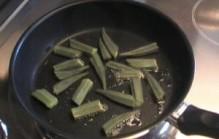 Okra koken of bakken