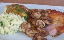 Gebakken schnitzel met champignons