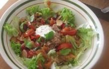 Zomerse salade met tonijn en pruimen