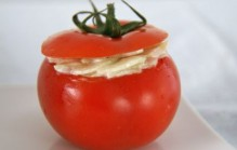 Gevulde tomaat met komkommer