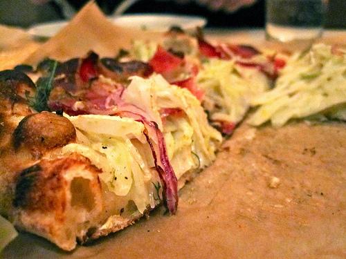 Recept voor volkorenpizza met ham en venkel