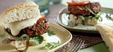 Mediterrane lamsburgers met pesto en mozzarella