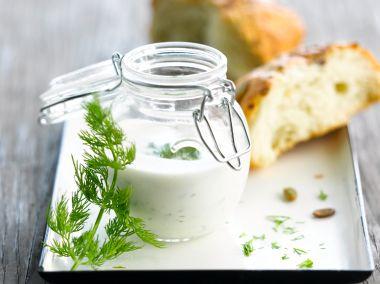 Yoghurt dressing maken
