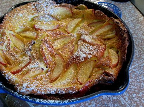 Reuzenpannenkoek met appel.