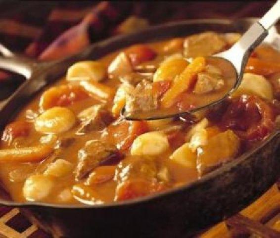 Runderstoofpotje met wortel en aardappelen