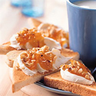 Toast met roomkaas en hazelnoten