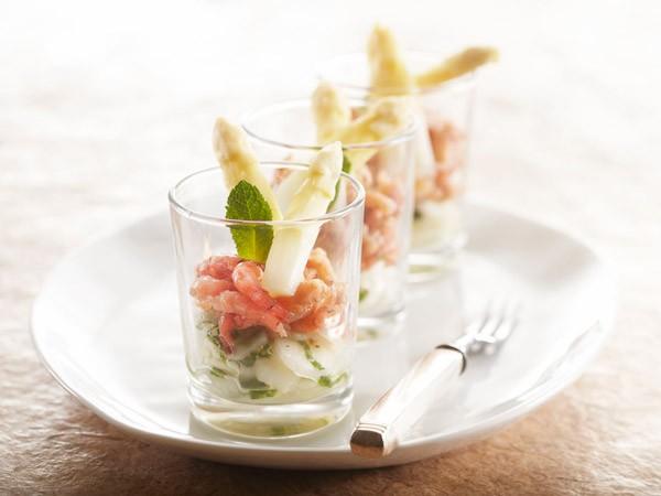 Hapje van asperges met hollandse garnalen.
