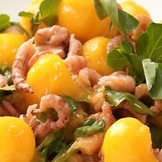 Waterkers met garnalen en mango