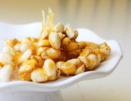 Noten met honing voor salade