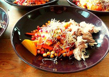 Maaltijdsalade met makreel en tahin dressing