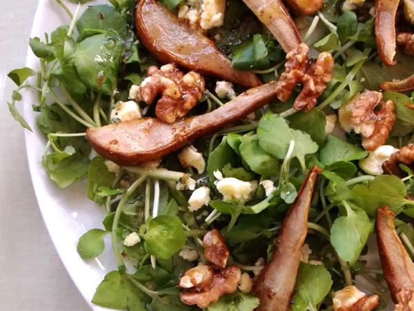 Salade met geroosterde peer