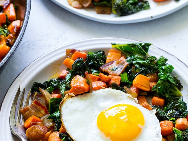 Hachee van geroosterde wortel, bacon en boerenkool